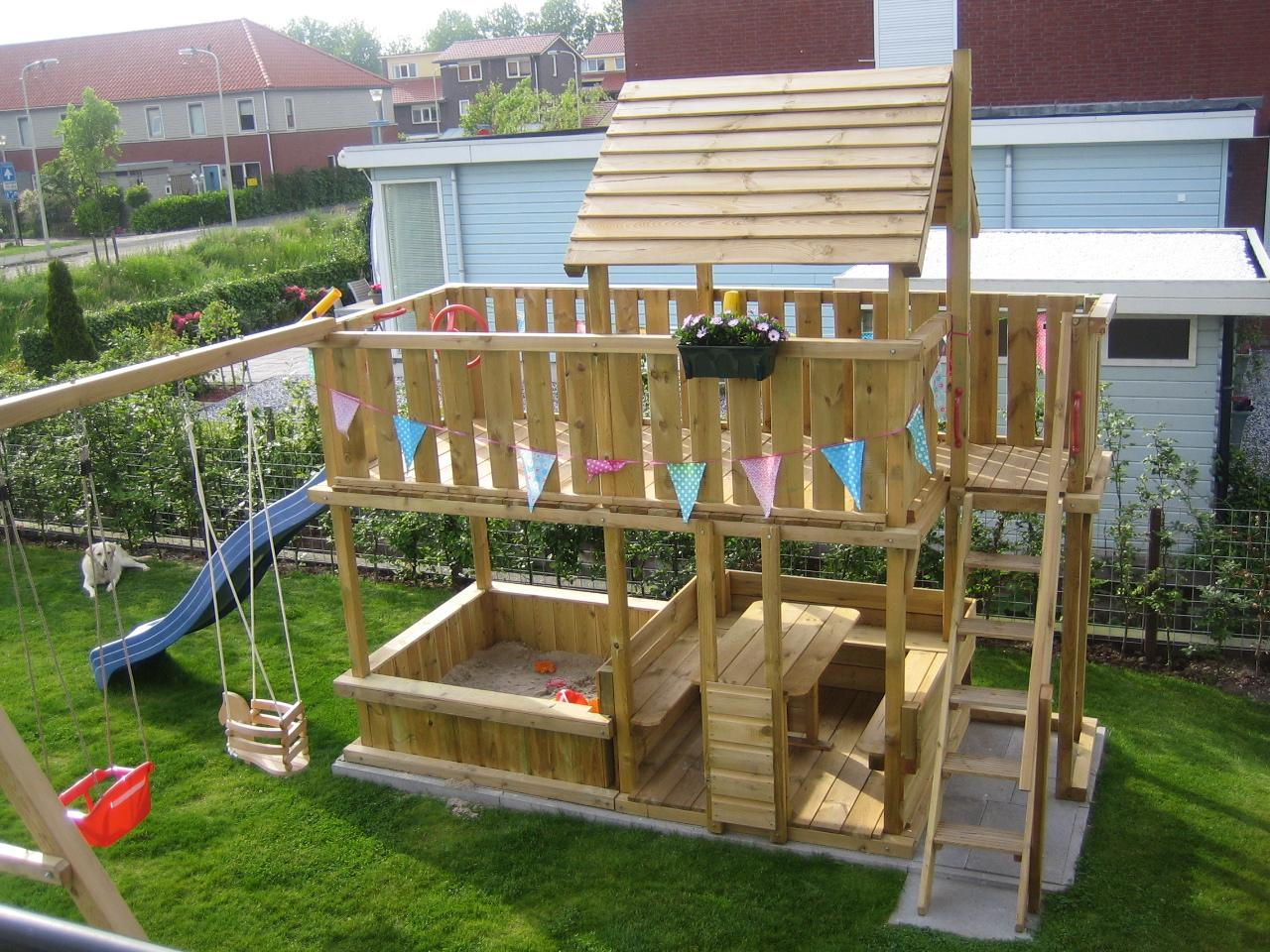 Schommel Voor Tuin : Speeltoestellen van tuinhout neerkant houten speeltoestel met